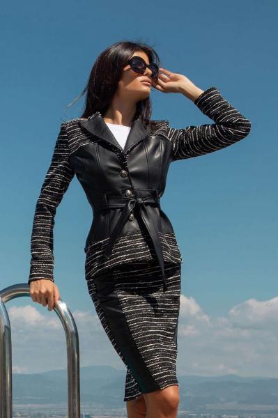 Elegant belted blazer