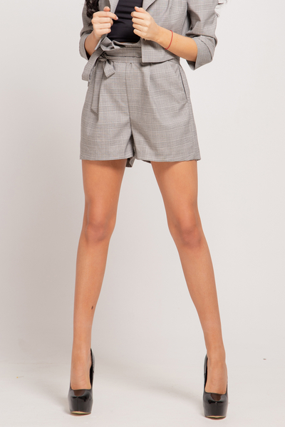 Short plaid trousers