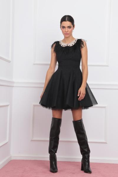 Black sleeveless short dress