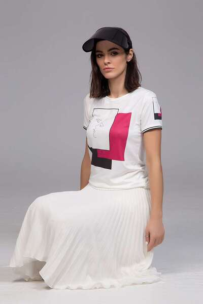 T-shirt with pink print