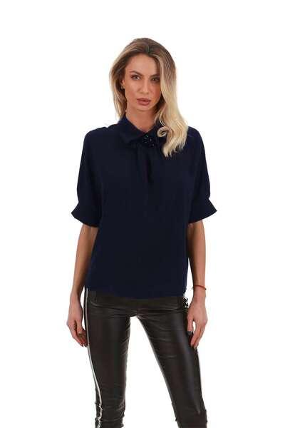 Elegant shirt with brooch